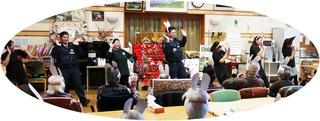 きょうのボランティアさんは、ふれあい会の愉快なみなさまのダンス、南京玉すだれの磯田さん、柏倉駐在所と苗ケ島駐在所のお巡りさんが、NO.詐欺音頭を踊ってくださり、みんなで踊りました。
