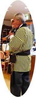 きょうのボランティアさんは、松結会の松村さん、結城さんでした。ご自慢ののどを披露してくださいました。「孫」やなじみの曲をみんなで楽しみました。