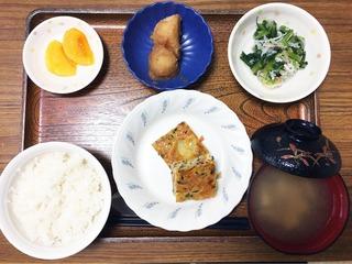 きょうのお昼ごはんは、五目卵焼き、おろし和え、じゃが煮、味噌汁、くだものでした。