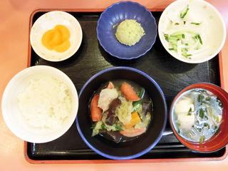 きょうのお昼ごはんは、夏野菜スープ・含め煮・のり塩ポテト・みそ汁・くだものでした。