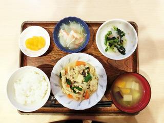 きょうのお昼ごはんは、ツナと高野豆腐の卵とじ・生酢生姜和え・くずあん・みそ汁・くだものでした。