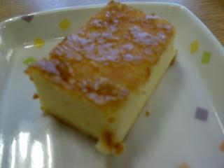 今日のおやつは、チーズケーキです。