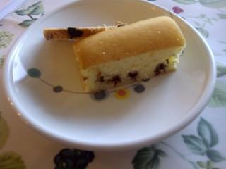 今日のおやつは、チョコチップパンケーキと子どもたちの手作りシュトレンです。今週は、相互に交換をしています。