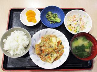 きょうのお昼ごはんは、家常豆腐・春雨サラダ・和え物・みそ汁・くだものでした。