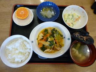 今日のお昼は、鶏肉のケチャップ炒め、ポテトサラダ、大根のゆずあん、味噌汁、果 物です。