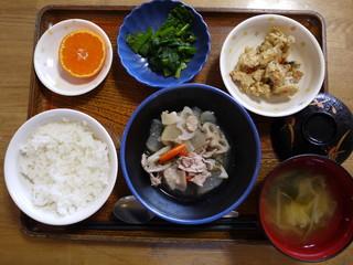 きょうのお昼ごはんは、和風ポトフ、和え物、炒りおから、味噌汁、果物でした。