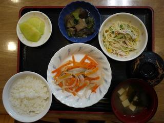 きょうのお昼ご飯は、鮭のレモン蒸し、スパゲッティサラダ、和え物、みそ汁、果物でした。