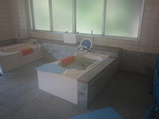 個別浴槽・「風呂に入れると気持ちいいんだけど・・・」 不安を取り除くお風呂です。