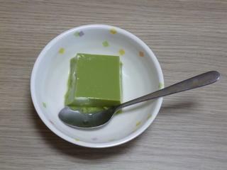 今日のおやつは、【抹茶豆腐ゼリー】です。