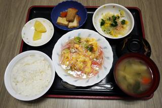 きのうのお昼ごはんが、掲載されていませんでした。きのうのお昼ごはんは、カニカマ炒り玉子、春雨サラダ、含め煮、みそ汁、果物でした。