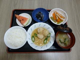 きょうのお昼ご飯は、つくねおろし煮、含め煮、ひじきの酢の物、味噌汁、果物でした。