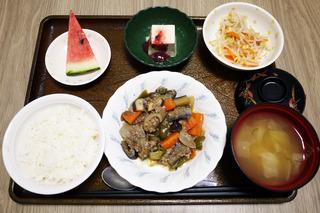 きょうのお昼ご飯は、豚肉とピーマンのみそ炒め、ナムル、梅香味奴、味噌汁、果物でした。
