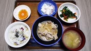 きょうのお昼ごはんは、豚肉と大根の甘みそ煮、わさび和え、はんぺんのくずあん、味噌汁、くだものでした。