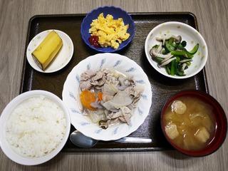 きょうのお昼ごはんは、和風ポトフ、青菜和え、炒め卵、みそ汁、くだものでした。