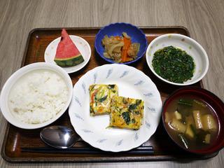 きょうのお昼ごはんは、千草焼き・もずく和え・根菜きんぴら・みそ汁・くだものでした。