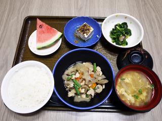 きょうのお昼ごはんは、筑前煮・甘酒生姜和え・ちりめん奴・お吸い物・くだものでした。