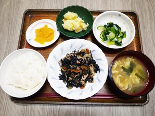 今日のお昼ごはんは、磯炒め・生姜和え・じゃがコーン・みそ汁・くだものでした。
