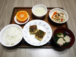 きょうのお昼ごはんは、松風焼き・五福煮・おとろ・お吸い物・くだものでした。