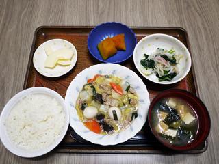 きょうのお昼ごはんは、八宝菜・おろし和え・含め煮・みそ汁・くだものでした。