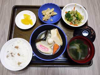 きのうのお昼ごはんは、煮込みおでん・ごま和え・ツナとじゃがいものきんぴら風・みそ汁・くだものでした。