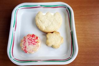 きょうのおやつは、おはなのクッキーでした。