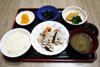 きょうのお昼ごはんは、和風ポトフ・含め煮・ひじきの酢みそ和え・みそ汁・くだものでした。