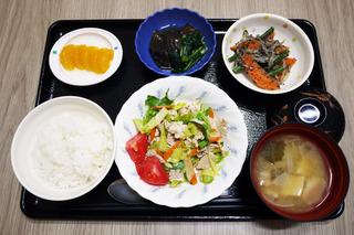 きょうのお昼ごはんは、ゆで豚のポン酢和え・含め煮・ごま和え・みそ汁・くだものでした。