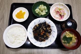 きょうのお昼ごはんは、磯炒め・キャベツのしば漬けおろし和え・のり塩ポテト・みそ汁・くだものでした。