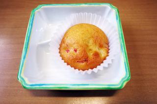 きょうのおやつは、パインとハムのカップケーキでした。