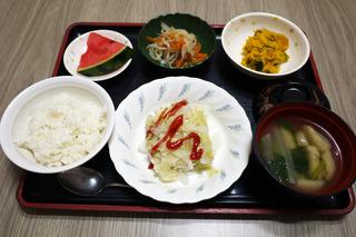 きょうのお昼ごはんは、挽肉とキャベツの重ね蒸し・サラダ・ナルム・みそ汁・くだものでした。
