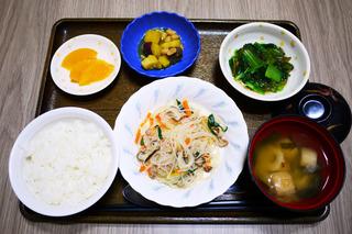きょうのお昼ごはんは、豚肉と春雨の中華煮・生姜和え・ころころ煮・みそ汁・くだものでした。