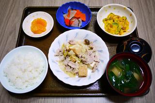 きょうのお昼ごはんは、厚揚げとキャベツの塩炒め・サラダ・浅漬け・みそ汁・くだものでした。