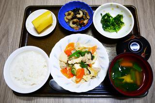 きょうのお昼ごはんは、豚肉と厚揚げのみそ炒め・和え物・切り干し煮・みそ汁・くだものでした。