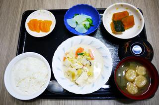きょうのお昼ごはんは、豆乳煮、生姜和え、かぼちゃ煮、みそ汁、果物でした。