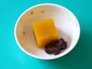 今日のおやつは、【かぼちゃ水羊羹】です。
