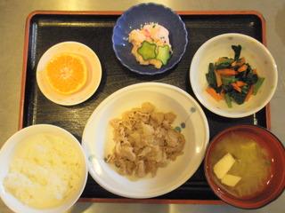 きょうのお昼ご飯は、豚肉と大根の甘味噌煮、和え物、しば漬けポテト、味噌汁、果物でした。