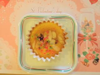 きのうのおやつは、前の日に引き続き、ご利用者さん手作りのカップケーキでした。 午後に、大崎さんのハーモニカにあわせて、懐かしい歌謡曲をみんなで歌いました。