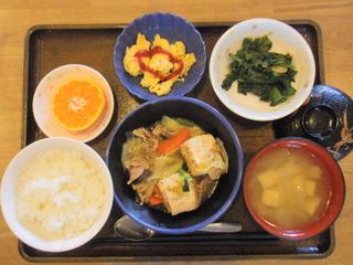 きょうのお昼ご飯は、すき焼き風味、ごま和え、炒り卵、味噌汁、果物でした。 雪の影響から、通常の受け入れにほとんど戻りました。