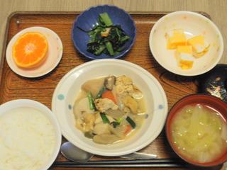 今日のお昼ご飯は、けんちん煮、はんぺんのピタカ、お浸し、お味噌汁、果物でした。