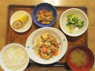 きょうのお昼ご飯は、豚肉と厚揚げの味噌炒め、煮物、生姜じょうゆ和え、味噌汁、果物でした。
