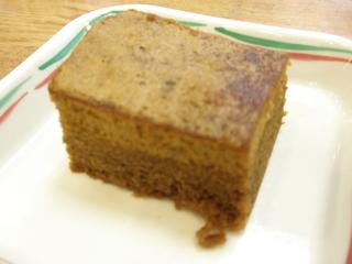今日のおやつは、黒糖蒸しパンでした。