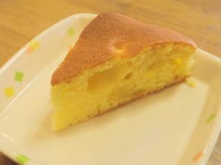 きょうのおやつは、パインケーキでした。