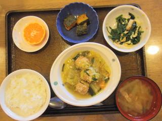 きょうのお昼ご飯は、肉団子と白菜の煮物、酢みそ和え、かぼちゃ煮、味噌汁、果物でした。