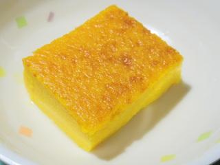 きょうのおやつは、かぼちゃプリンでした。かぼちゃの風味が甘さの中で美味しさを増した逸品でした。