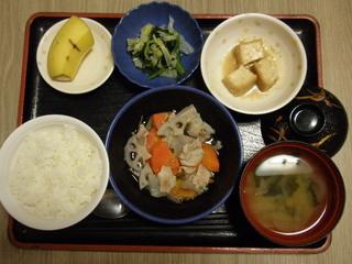 きょうのお昼ご飯は、和風ポトフ、酢味噌和え、厚揚げ含め煮、味噌汁、果物でした。