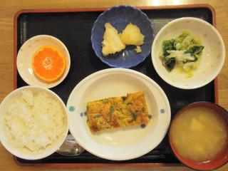 きょうのお昼ご飯は、千草焼き、おろし和え、煮物、味噌汁、果物でした。