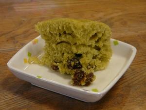 今日のおやつは、【小松菜蒸しパン】です。