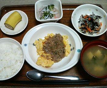 今日のお昼は麻婆炒り卵・サラダかにかまあんでした・