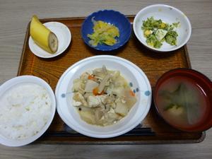 今日のお昼は、けんちん煮、ゆず浸し、ゆで卵サラダ、味噌汁、果物です。