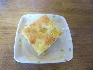 今日のおやつは、【パインケーキ】です。